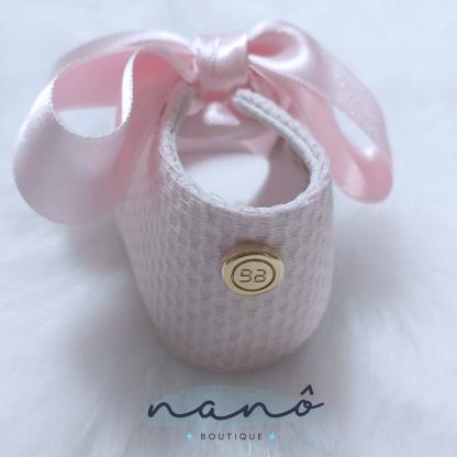 sapatos bebe laço rosa pormenor
